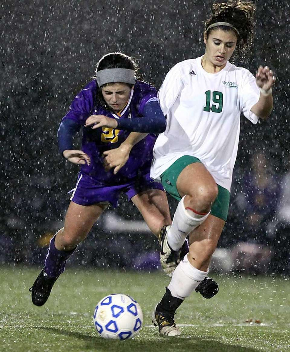 Oyster Bay's Danielle Maggie tries to stop Carle