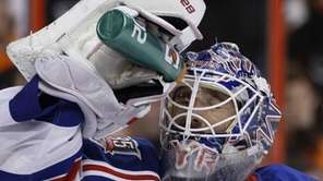 Rangers goalie Henrik Lundqvist squirts water on his