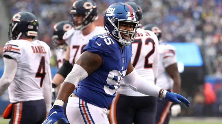 B.J. Hill of the Giants celebrates his second-quarter