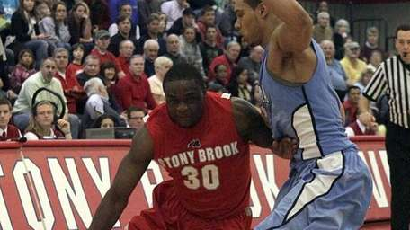 Stony Brook's Chris Martin (30) drives around Columbia's