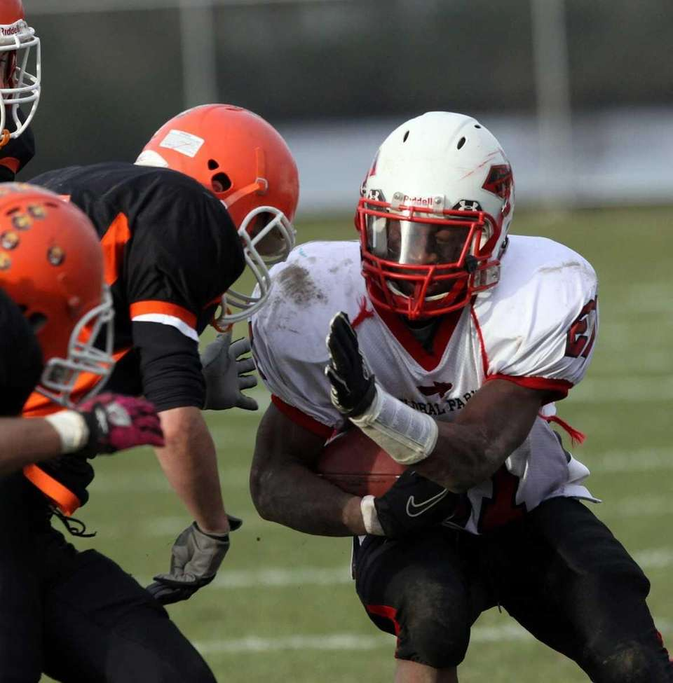 Floral Park's Ronell Jones prepares for the hit