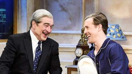 Robert De Niro as Robert Mueller and Alex