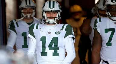 Jets quarterback Sam Darnold before a game against