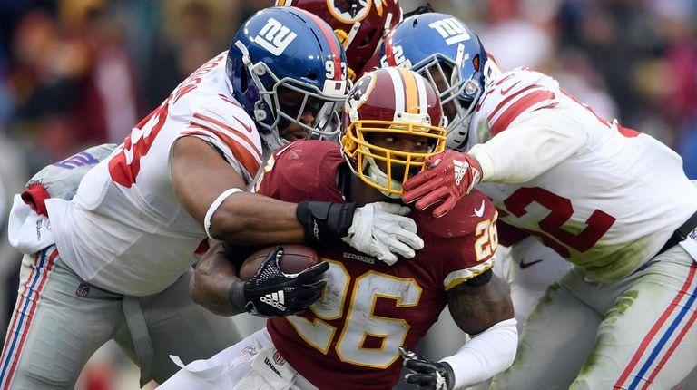 New York Giants linebackers B.J. Goodson, left, and