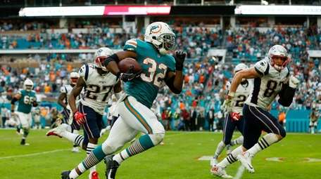 MIAMI, FL - DECEMBER 09: Kenyan Drake #32