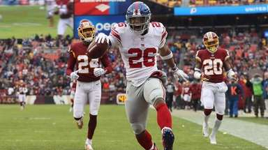 Giants running back Saquon Barkley rushes for a