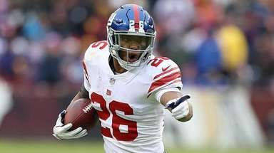 Giants running back Saquon Barkley carries the ball