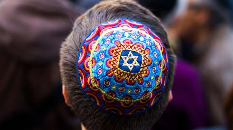 Demonstrators rally against an anti-Semitic attack in Berlin