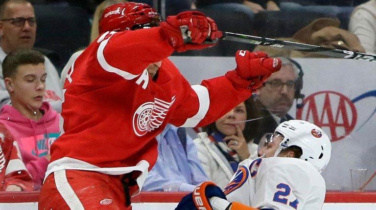 Red Wings defenseman Niklas Kronwall checks Islanders left