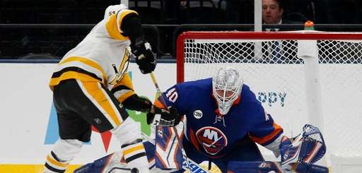 Islanders goalie Robin Lehner surrenders the game-winning shootout