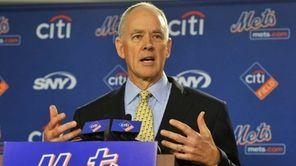 Mets GM Sandy Alderson speaks with reporters. (Oct.