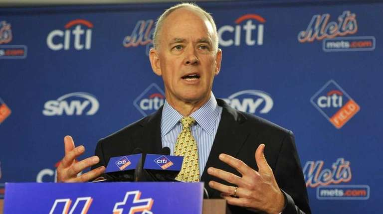 Mets GM Sandy Alderson speaks with reporters on