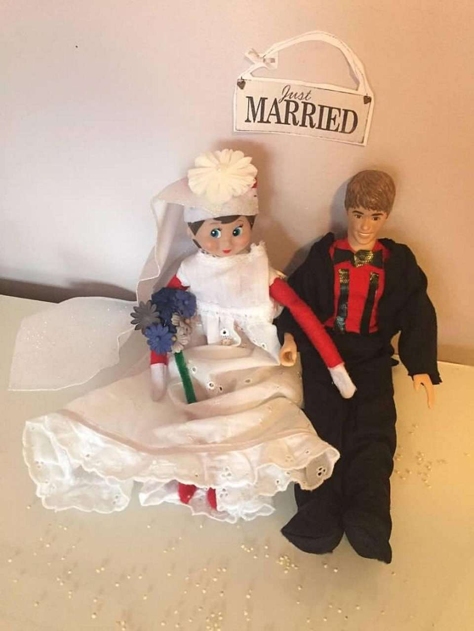 Elf on the shelf marrying Justin Bieber