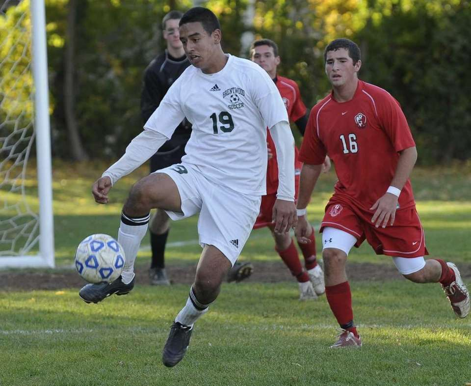 Brentwood's Jonathan Interiano, left, was the hero as