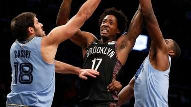 Ed Davis of the Nets goes to the