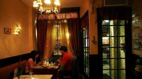 The dining room at Bistro Toulouse in Port