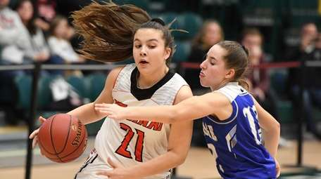 Mt. Sinai guard Gabby Sartori is defended by