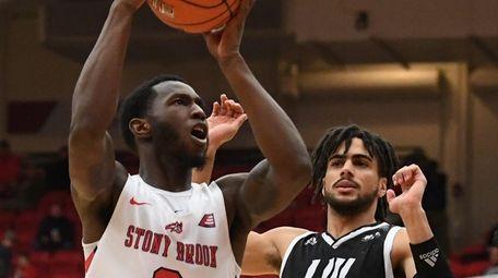 Stony Brook guard Elijah Olaniyi puts up a
