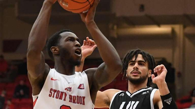 Stony Brook guard Elijah Olaniyi puts up a