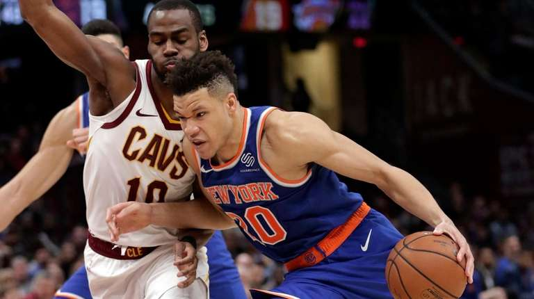 Knicks' Kevin Knox (20) drives past Cleveland Cavaliers'