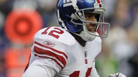 New York Giants Steve Smith runs for a