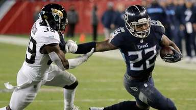 Titans running back Derrick Henry runs against Jaguars