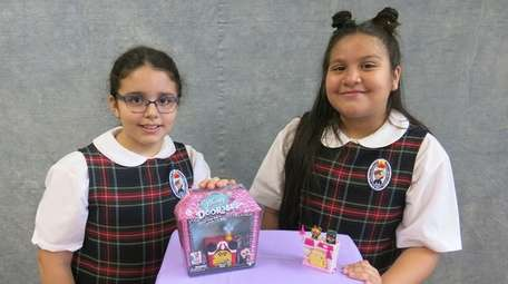 Kidsday reporters Valentina Ramirez, left, and Jaslyn Chavez