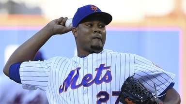 Mets relief pitcher Jeurys Familia delivers a pitch