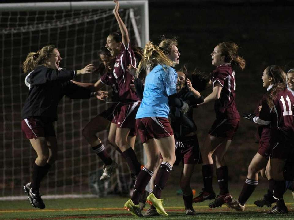 Garden City celebrates their 4-1 victory over Sayville.