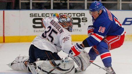 Goalie Nikolai Khabibulin of the Edmonton Oilers is