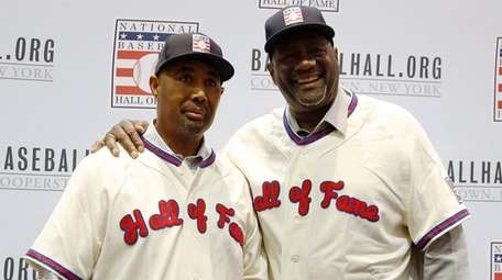 Lee Smith, right, and Harold Baines pose for