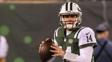 New York Jets quarterback Sam Darnold (14) during