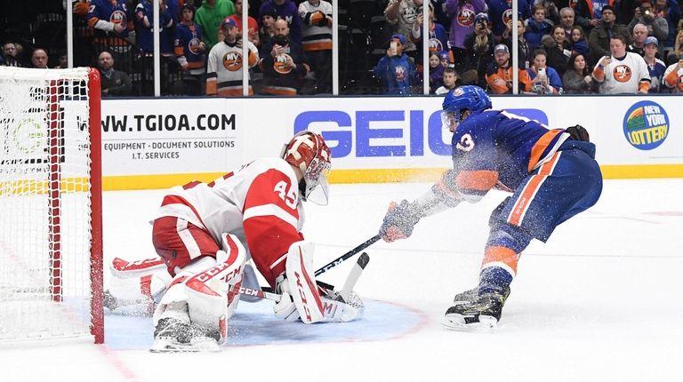 New York Islanders center Mathew Barzal shoots to