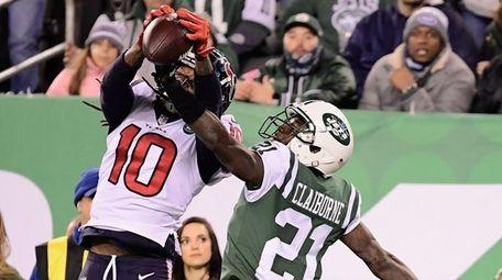 Texans wide receiver DeAndre Hopkins makes a catch