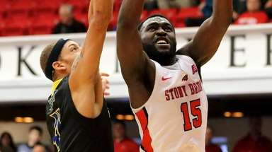 Stony Brook's Akwasi Yeboah drives the baseline by