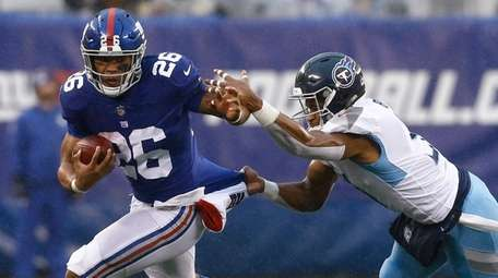 Giants running back Saquon Barkley runs against the