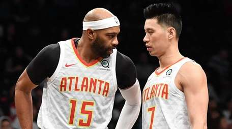 The Hawks' Vince Carter and Jeremy Lin talk