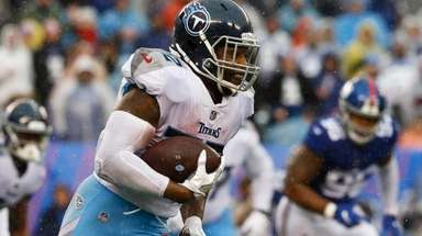 Derrick Henry #22 of the Tennessee Titans runs