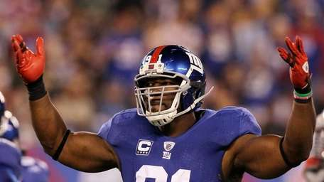 Justin Tuck of the Giants reacts during a