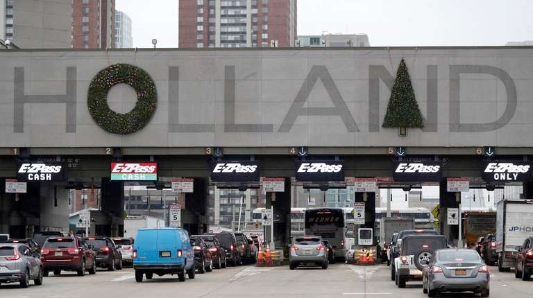 Christmas In Holland.Holland Tunnel S Christmas Tree Moves After Public Survey