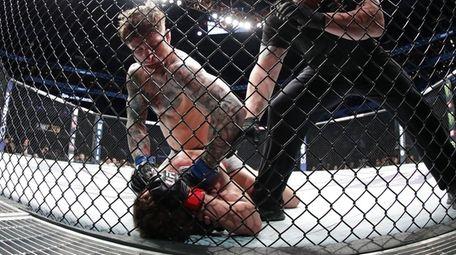 Gregor Gillespie defeats Jordan Rinaldi during UFC Fight