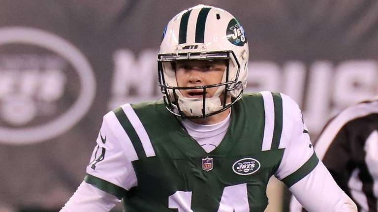 sneakers for cheap 313ac 0cec8 Sam-ta Claus' Darnold gives kids a holiday treat | Newsday