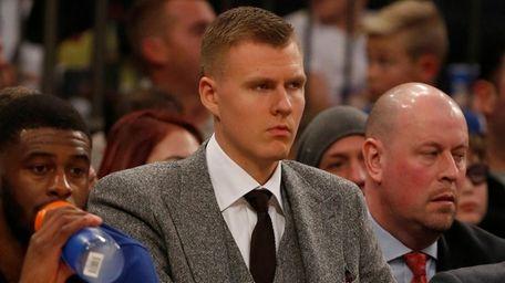 Kristaps Porzingis on the Knicks' bench against the