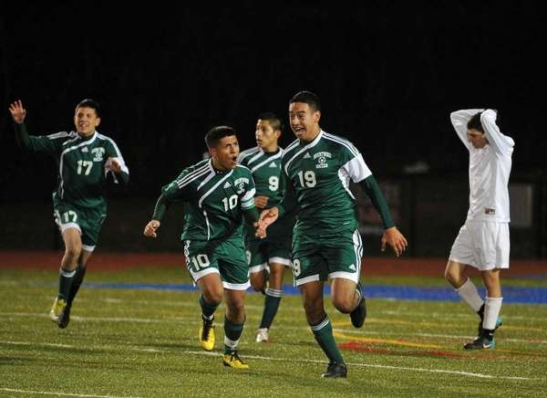 Brentwood's Johnathan Interiano (19) celebrates after scoring the
