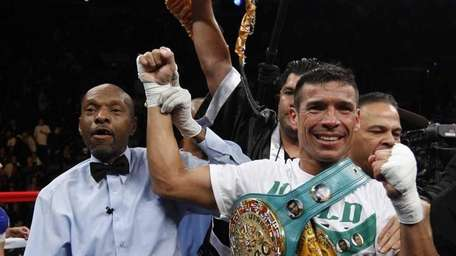 Sergio Martinez poses for cameras after knocking out
