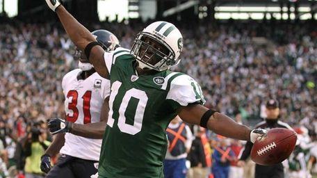 Santonio Holmes of the New York Jets scores