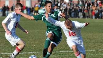 Brentwood sophomore Johnathan Interiano (19) plays for possession