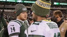 New York Jets quarterback Sam Darnold #14 congratulates