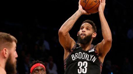 Allen Crabbe #33 of the Brooklyn Nets puts
