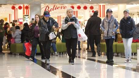 Last-minute shoppers make their way around Roosevelt Field